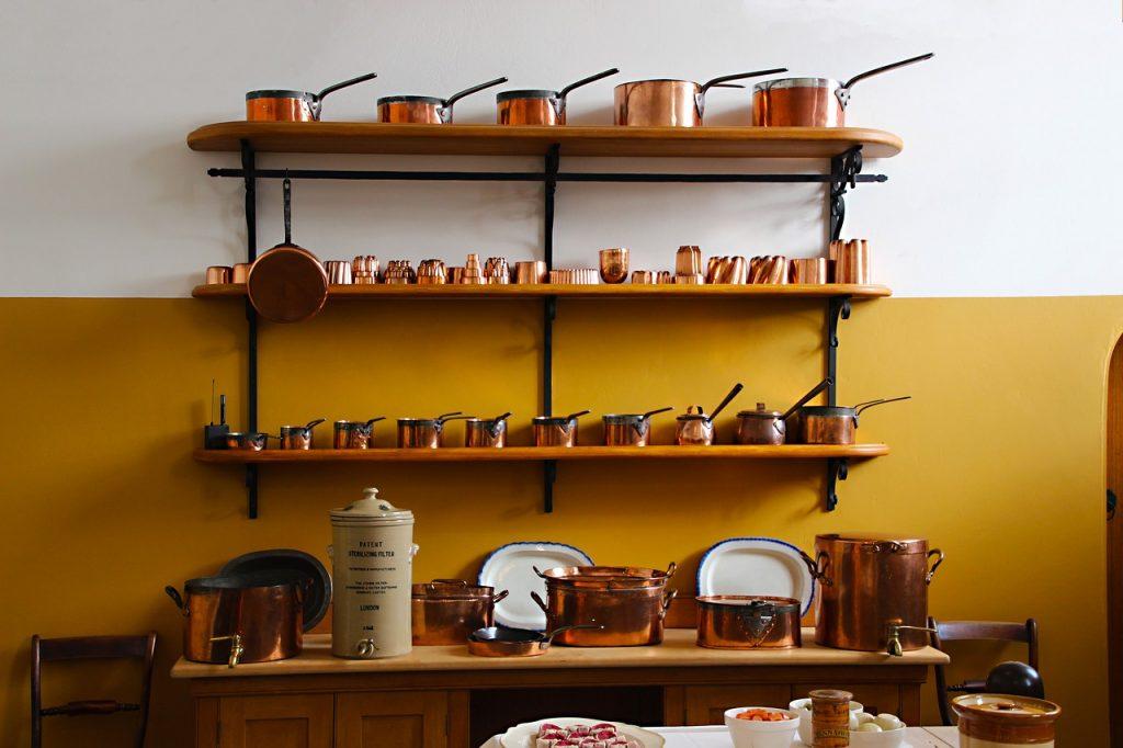 2 astuces imparables pour bien installer votre étagère de cuisine